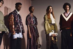 tre modelli durante la London Fashion Week